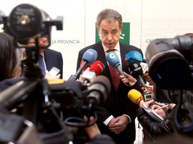 José Luis Rodríguez Zapatero atiende a los medios en Sevilla