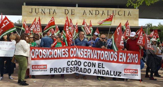 Protesta de CCOO-A ante la Consejería de Educación