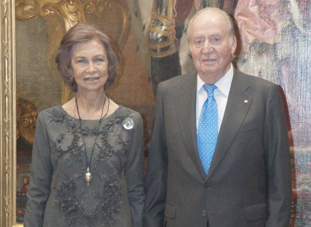 Los Reyes Eméritos/ ANGEL DIAZ BRINAS