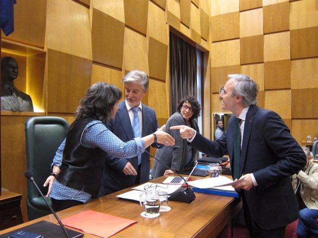 Azcón, hablando con el alcalde y Luisa Broto