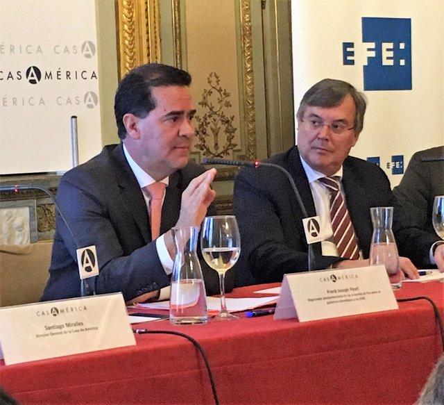 Frank Pearl junto al director general para Iberoamérica, Antonio Pérez-Hernández