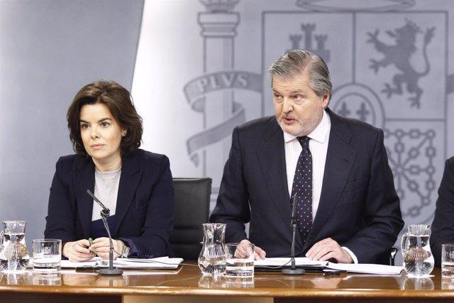 Rueda de prensa tras el Consejo de Ministros con Santamaría y Méndez de Vigo