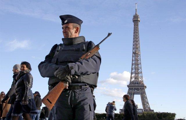 Un policía en París tras los atentados