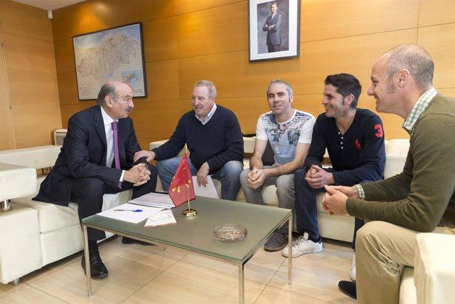 Mazón se reúne con el alcalde de Anievas