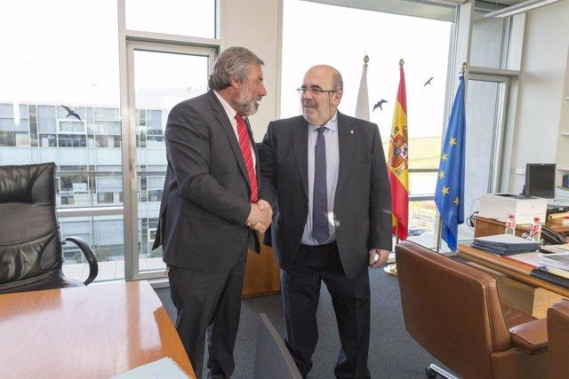 Oria se reúne con el alcalde de Valderredible, Fernando Fernández