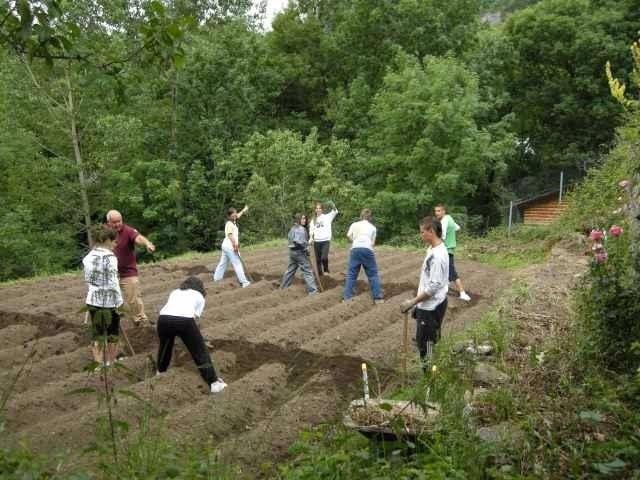 Alumnos en una de las actividades del programa de recuperación de Búbal.