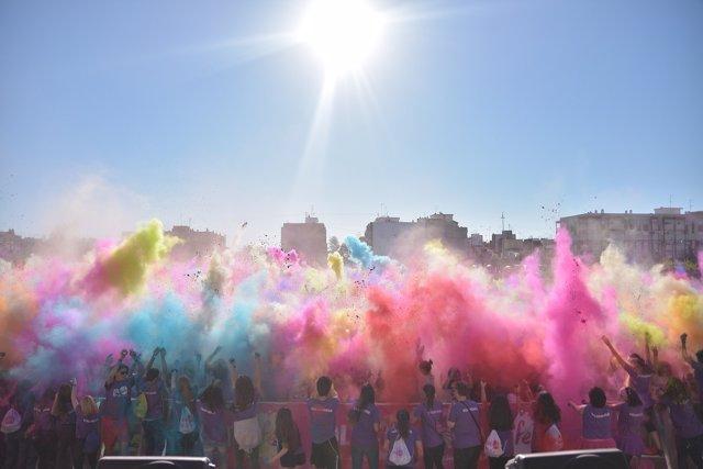 La Holi Run ha festejado con purpurina su quinto aniversario