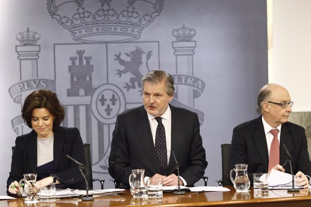 Rueda de prensa tras el Consejo con Santamaría, Méndez de Vigo y Montoro