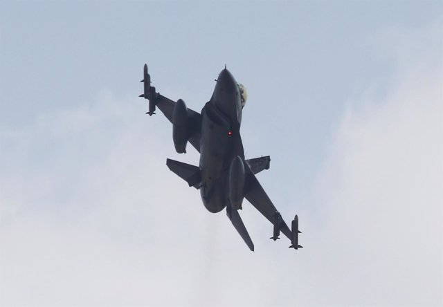 Un caza de la Fuerza Aérea turca se prepara para bombardear al PKK