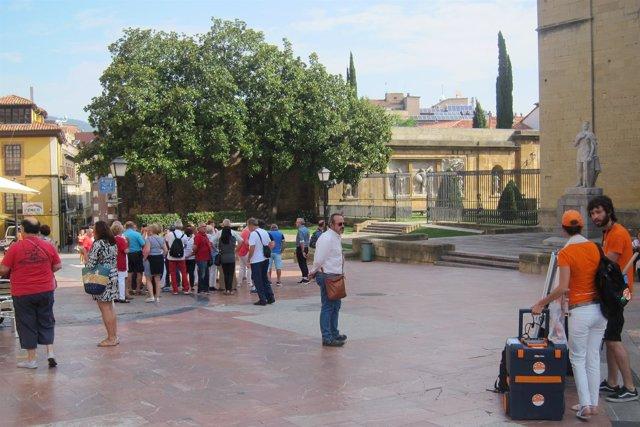 Turistas, turismo, Visitantes, Oviedo, Catedral, visitas.