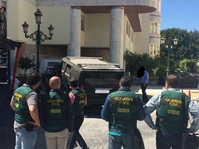 Agentes de la UCO en la operación conta la familia de Al Assad en Marbella