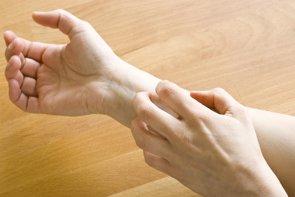 La FDA aprueba 'Dupixent' (Sanofi y Regeneron) para el tratamiento de la dermatitis atópica moderada o severa (GETTY)