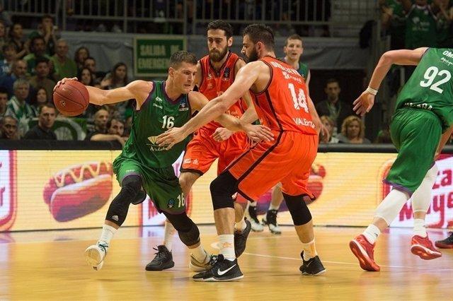 Nedovic y Dubljevic en el Unicaja - Valencia Basket
