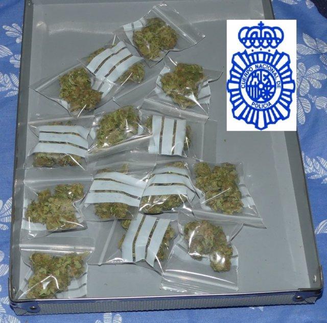 Bolsas con droga descubierta en la casa de los detenidos.