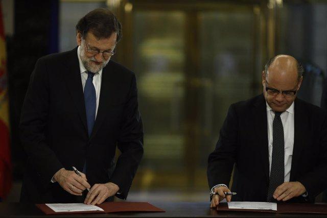 Rajoy firma con Coalición Canaria un acuerdo sobre los Presupuestos