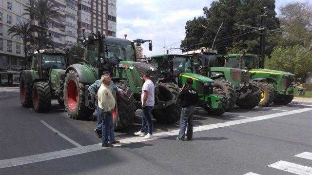 Imagen de tractores en la plaza Circular