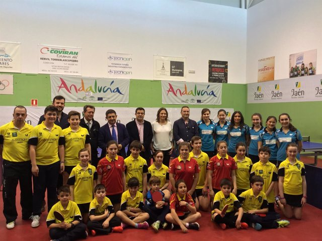 Visita al Real Club de Tenis de Mesa de Linares.