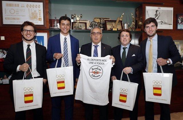 Alejandro Blanco con miembros de Barcelona con la Selección