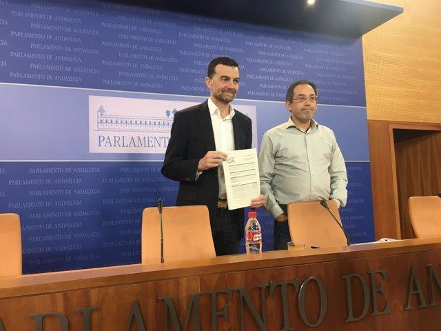 Antonio Maíllo y Joaquín Urías presentando el recurso ante el TC