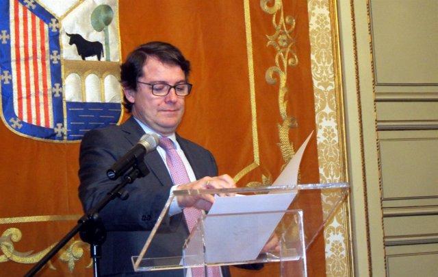 Fernández Mañueco en el Ayuntamiento de Salamanca.
