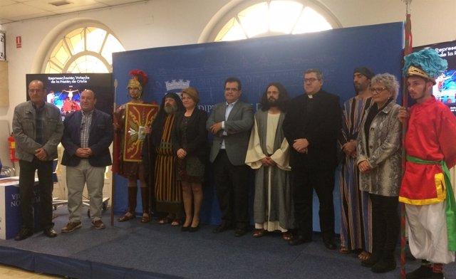 Algunos de los actores de la Pasión Viviente, en la presentación del evento.