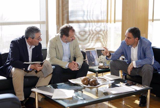 Diputación Málaga Bendodo reunido con Sichar Ciudadanos Cs y Salado PP reunión
