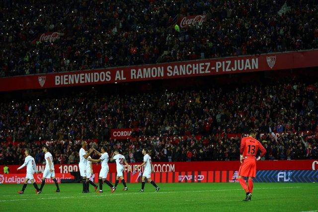 El Sevilla prohíbe todo símbolo de 'Biris' en el Sánchez-Pizjuán