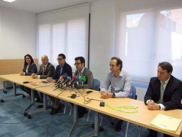 Representantes de las empresas de hostelería de Zaragoza, hoy en rueda de prensa