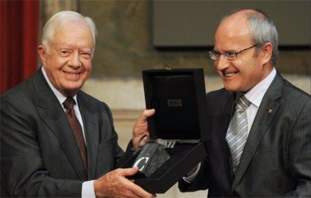 Jimmy Carte recibe el Premi Intl.Catalunya 2010 del pte.José Montilla