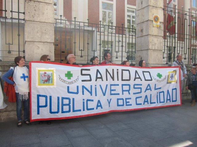 Valladolid. La Marea Blanca de CyL a las puertas de la Consejería de Sanidad