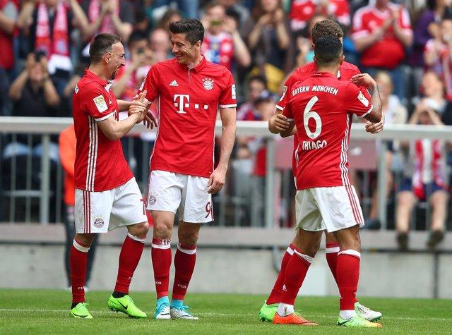 Lewandowski destroza al Dortmund (4-1) y avisa al Real Madrid