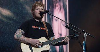 Así fue el concierto en Madrid de Ed Sheeran, que acabó cantando con una...