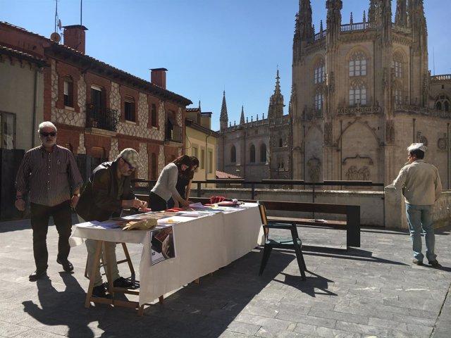 Burgos.- Mesa informativa en la calle Fernán González