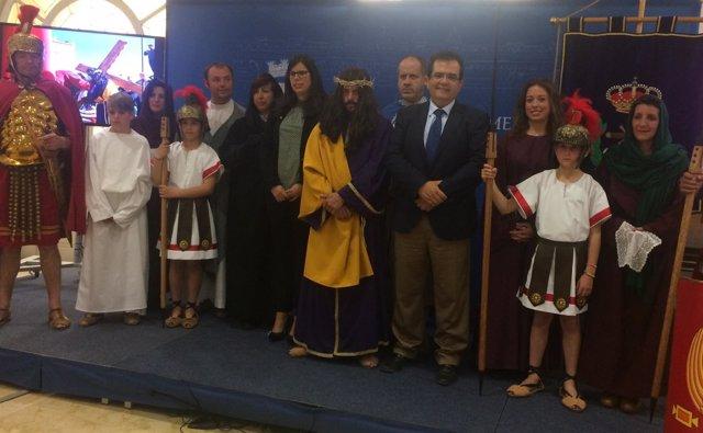 Los vecinos de Laujar de Andarax se vuelcan con su Vía Crucis Viviente.