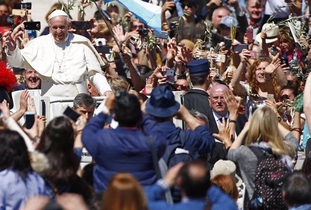 El Papa Francisco pone en marcha en Roma una lavandería gratuita para las person