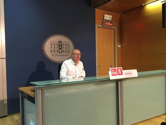 Andreu Alcover, en rueda de prensa sobre Parlament