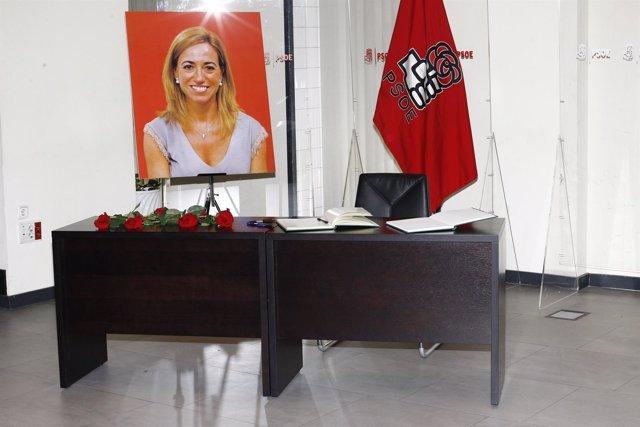 Libro de condolencias en la capilla ardiente de Carme Chacón