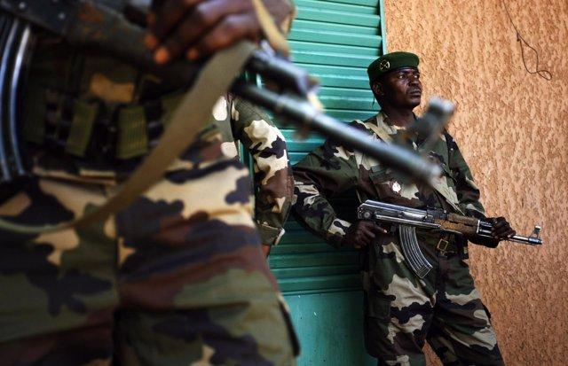 Soldados nigerinos