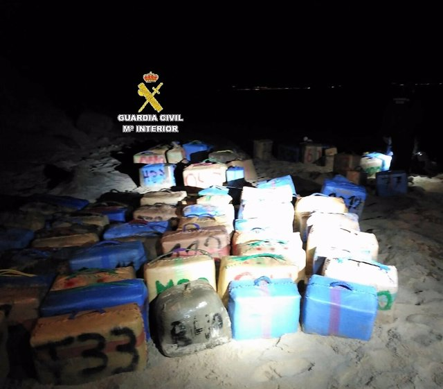 Uno de los alijos intervenidos en la costa gaditana