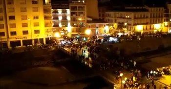 Dos firíos leves en Málaga tres una avalancha de persones al pasu de la...