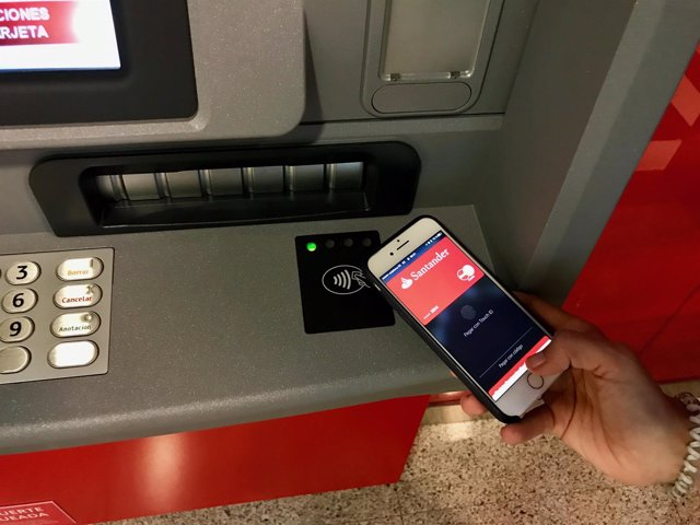Sacar dinero con el m vil ya es posible en cajeros de for Cajeros banco santander para ingresar dinero