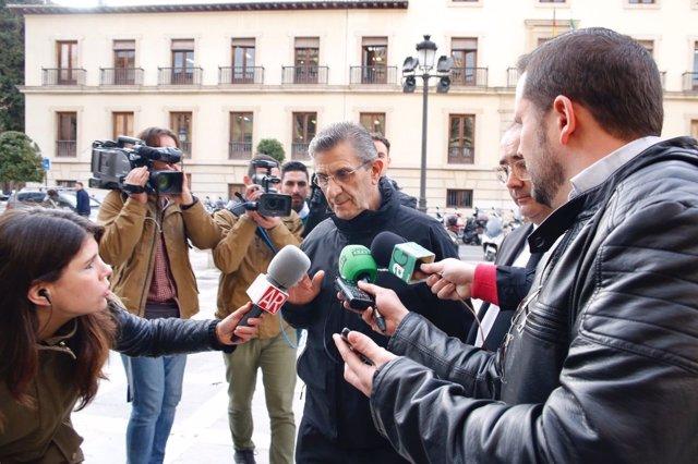 El padre Román M.V.C llega al juicio por el caso Romanones por presuntos abusos