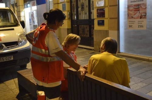 Cruz Roja presta apoyo a una persona sin hogar