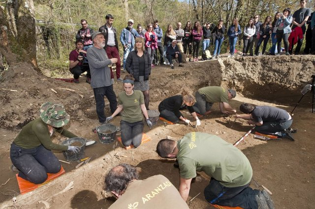 Trabajos de exhumación de los restos localizados.