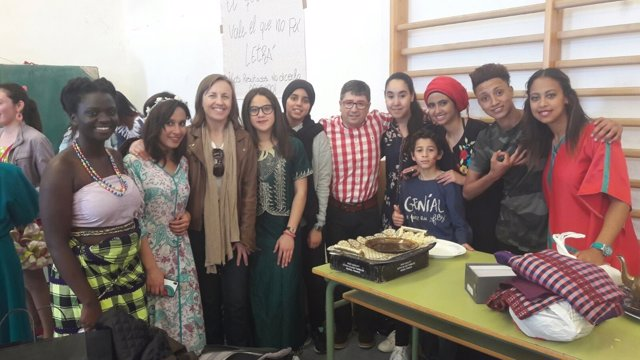 La delegada de Educación visita un colegio en Las Norias