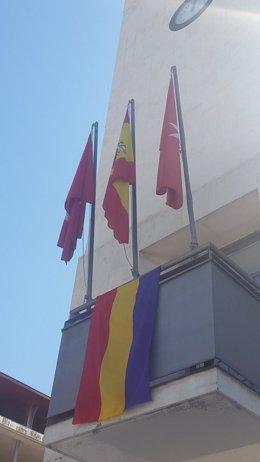 La bandera de la II República en el Ayuntamiento de la localidad