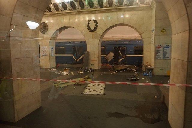 Tren dañado tras el atentado en san Petersburgo, Rusia