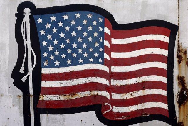 Bandera de Estados Unidos pintada en un muro