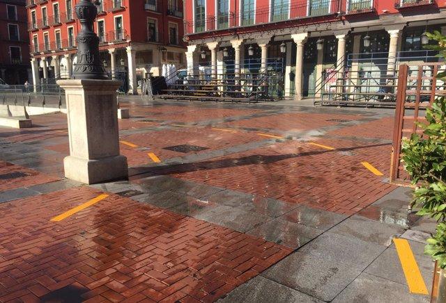 Marcas provisionales en la salida del aparcamiento de la Plaza Mayor
