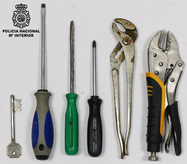 Herramientas confiscadas a tres ladrones en Vigo